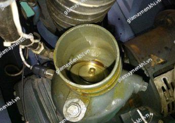 Máy nén khí bị ra dầu do không chọn đúng loại dầu đảm bảo