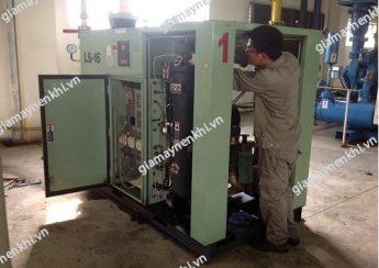Không thường xuyên vệ sinh máy nén khi cũng là nguyên nhân khiến máy xảy sự cố nước đọng lại trong dầu máy nén khí