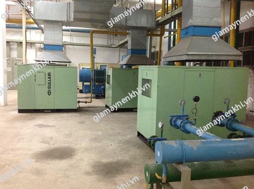 Máy nén khí trục vít cũng được sử dụng phổ biến trong các nhà máy, khu công nghiệp,...