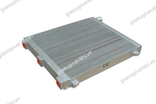 Két giải nhiệt khí máy nén khí cần được vệ sinh sạch sẽ để đảm bảo hiệu quả hoạt động