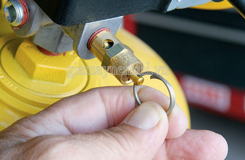 Van an toàn máy nén khí là một trong những phụ tùng đóng vai trò vô cùng quan trọng đối với hoạt động của thiết bị