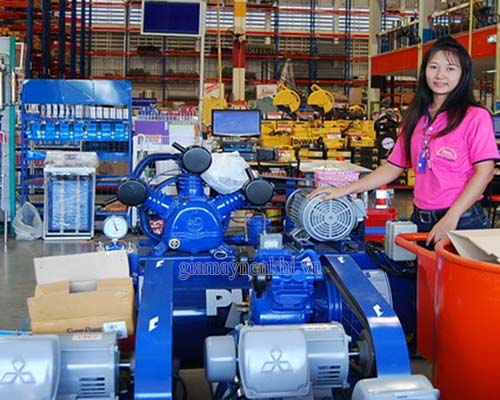 Khi chọn mua máy nén khí nếu không có kinh nghiệm,hãy nhờ sự tư vấn từ nhân viên bán hàng