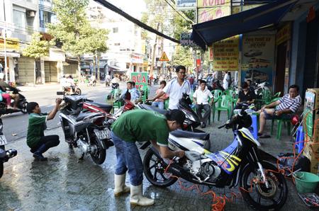 Máy rửa xe là thiết bị không thể thiếu đối với các tiệm rửa xe