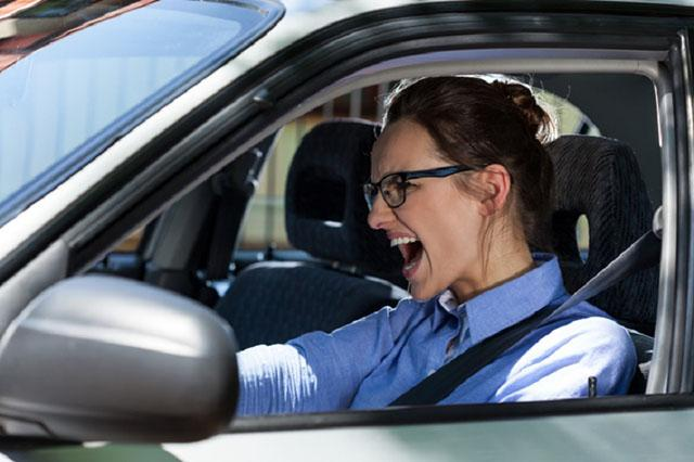 Xe mất lái không làm chủ được tốc độ