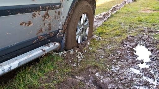 Lốp bám nhiều bùn đất dễ dẫn tới đỏ lốp