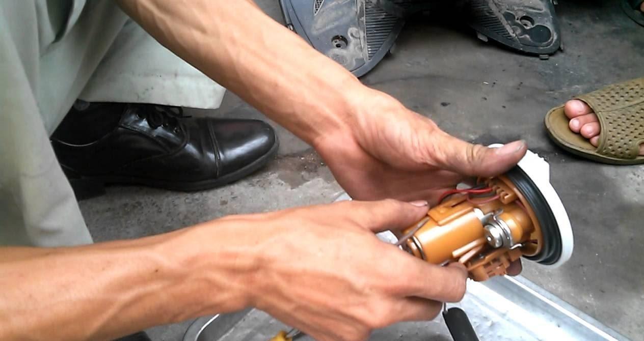 Kiểm tra bơm xăng nếu thấy xe tăng tốc yếu