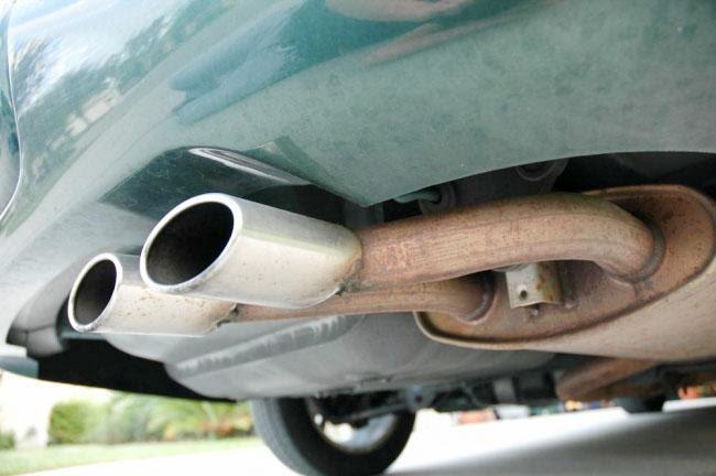 Trục trặc ở đường dẫn khí xả cũng khiến xe khó tăng tốc