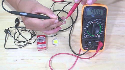sử dụng các thiết bị chuyên nghiệp để kiểm tra điện thế