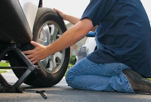 Tự thay lốp ô tô với những thao tác đơn giản