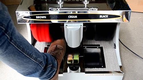 chỉ cần cho giày vào máy là bạn đã có 1 đôi giày sạch như mới